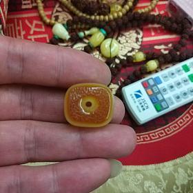 蜜蜡藏式小扣子