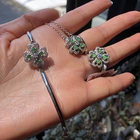 天然高冰近玻璃种翡翠玉兰花吊坠 有证书