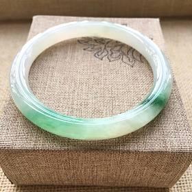 冰糯种阳绿小口径翡翠手镯52MM