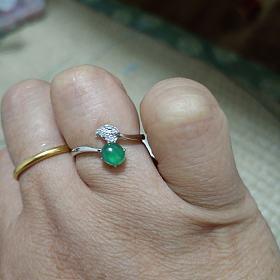 出翡翠戒指