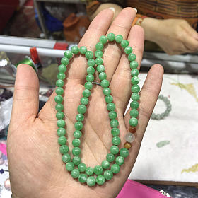 阳绿翡翠珠串