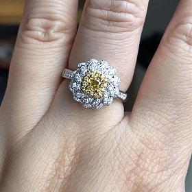 20分黄钻戒指,配钻45分