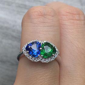 出一个心形蓝宝石和心形沙弗莱撞色戒指