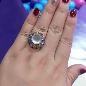 降价一些,玻璃种白翡翠蛋面彩色蓝宝石钻石镶嵌戒指