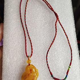 鸡油黄蜜蜡貔貅毛衣链
