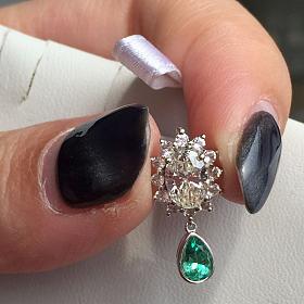 吊坠 钻石72分 祖母绿20分。有证书全新
