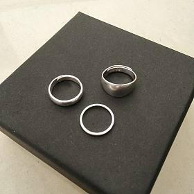 出3只足银纯银戒指,开口光板蛇肚闭口都有。送全新玻璃杯、木手串、口红等,可选。