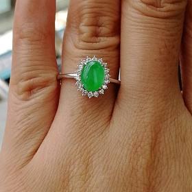 低价出一枚绿眼睛戒指
