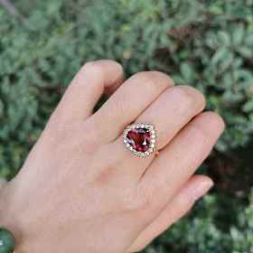 碧玺钻石戒指