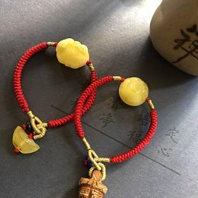 刚刚做的蜜蜡小笼包宝宝手绳!