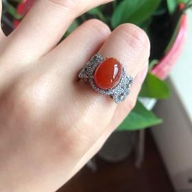 天然银镶南红戒指很红