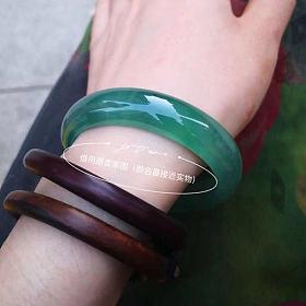 种水一流的孔雀绿翡翠镯子