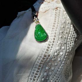 18K重金钻石豪镶天然冰种浓阳绿满绿翡翠如意吊坠