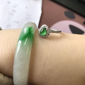 木那绿三角翡翠戒指