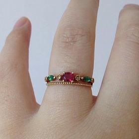 18k金镶红宝石祖母绿小钻石戒指
