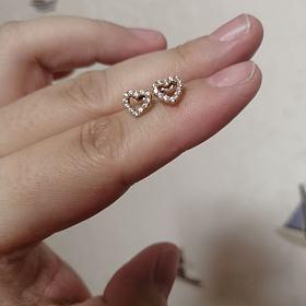 18k玫瑰金镶锆石耳钉