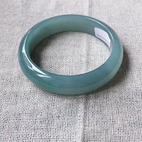 蓝绿色翡翠手镯