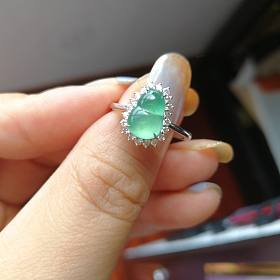 地板价甩卖几个翡翠小戒指