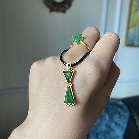辣绿吊坠戒指钻石切面三角设计套装