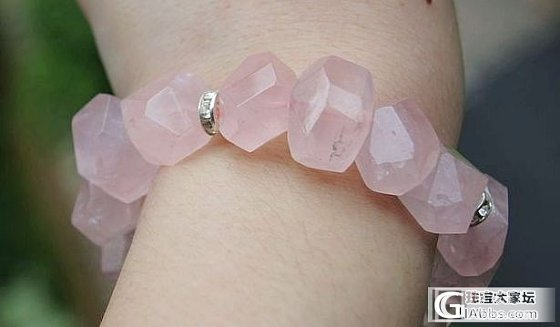 天然冰种粉晶大颗粒随形原石配石榴石藏银小鱼手链2款_宝石