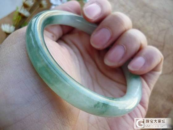 糯种淡绿5.7CM手镯_珠宝