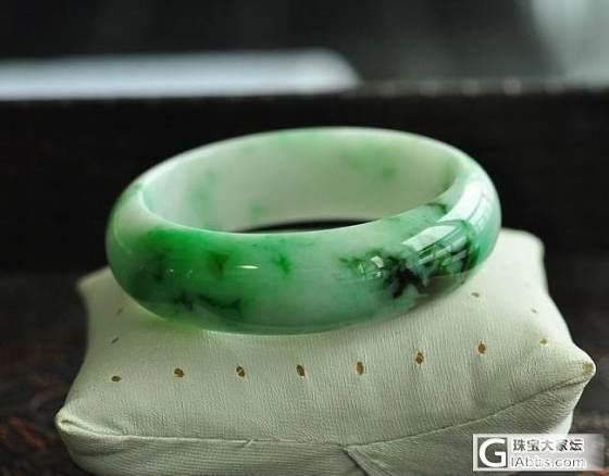 【双儿翡翠】两条宽厚白底飘绿圆镯_手镯翡翠双儿翡翠