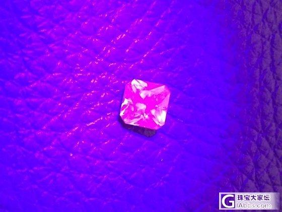 这算是紫外线下的紫红色荧光吗?_金绿宝石刻面宝石