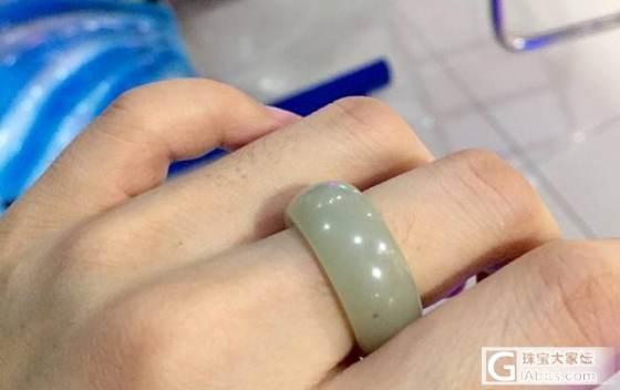 刚刚收到的青白戒指 悲催了 戴不进去啊(17楼附各种环境下的颜色)_和田玉
