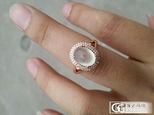 今天刚镶好的玻璃种起荧戒指,经典镶嵌款_珠宝