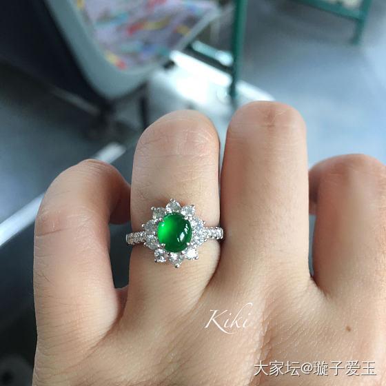 一枚出坑高色戒指_翡翠