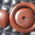 一块带水波纹的老料做的手镯、平安扣和吊坠