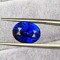 8.96克拉的皇家蓝蓝宝石,满火彩