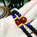 文玩古董老蜜蜡饼子项链,配了手工的玛瑙珠子。
