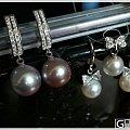 超大淡水灰紫色珍珠一对,自己配了耳环。信价比超高的~