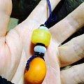 两颗小的老蜜蜡配个钥匙扣。拿手上正好。