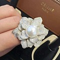 一对南洋白珠做的豪款大花戒指。一个给妈妈一个给家婆。这个值得晒一晒吧?