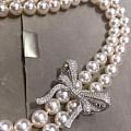 顶级的两条8.5--9的Akoya天女配成一条长链,再做一个满钻胸针配款。也...