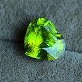 榍石颜色范围以及在各种光线下的表现