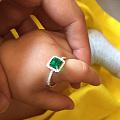 一颗木佐祖母绿戒指