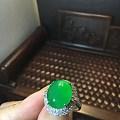 满绿冰种万博手机iOS戒指,上手以后好喜欢啊!