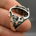 刚做出来的蝙蝠镶嵌复古戒指看一下。