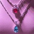 这两种颜色放在一起是不是很有感觉?红宝石与帕拉伊巴