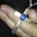 大家看看这颗十字架上的普蓝