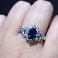 喜欢的来看看 蓝宝 18k金钻石戒指