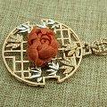 珊瑚花朵镶嵌吊坠