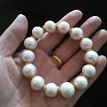 拆了一条大珠项链,串了两串手链。