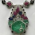 上世纪60年代,红蓝宝,祖母绿镶钻石项链。主石祖母绿约90克拉