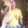 男子失恋后找不到人安慰,抱着猫狂哭,可猫却...