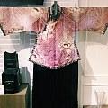 【旗袍】抛自己经典收藏老派旗袍的图。各位气质美女们都找谁做旗袍的?