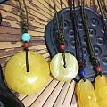 出一堆蜜蜡小吊坠,换米买衣服啦!有饼子、葫芦、如意、玉兰花、貔貅!